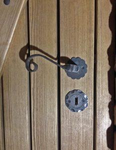 drevené vchodové dvere, kľučky na dvere, drevené dvere na mieru, vchodové dvere na mieru