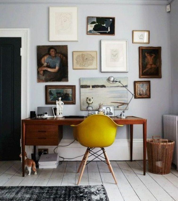 žltá škandinávska stolička, solitér v pracovnom kútiku, zariaďovanie obývačky, výroba nábytku na mieru